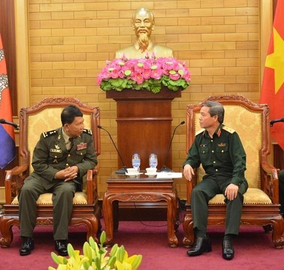 Vietnam-Cambodge : des organes de protection juridique militaires echangent leurs experiences hinh anh 1