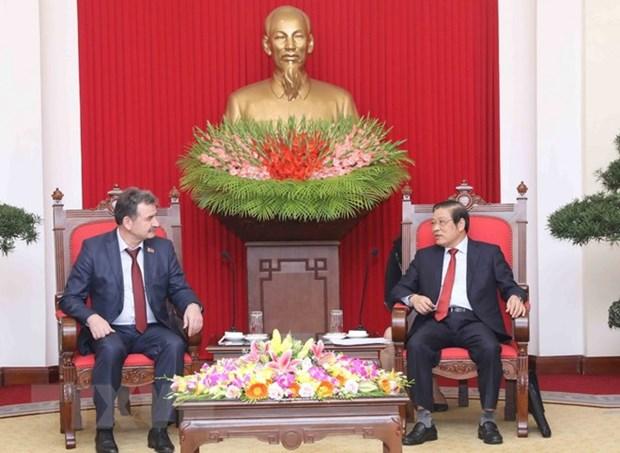 Une delegation du Parti communiste populaire du Kazakhstan en visite au Vietnam hinh anh 1