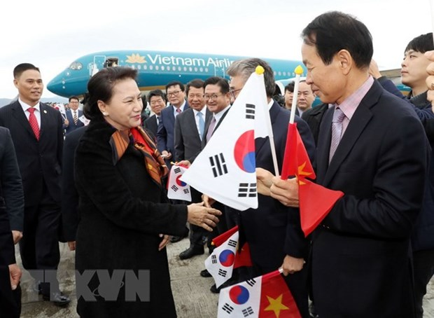 La presidente de l'AN Nguyen Thi Kim Ngan entame sa visite officielle en R. de Coree hinh anh 1
