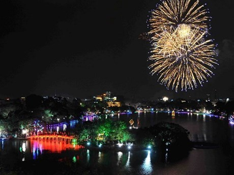 Hanoi accueille le Nouvel An 2019 avec les festivites hinh anh 1