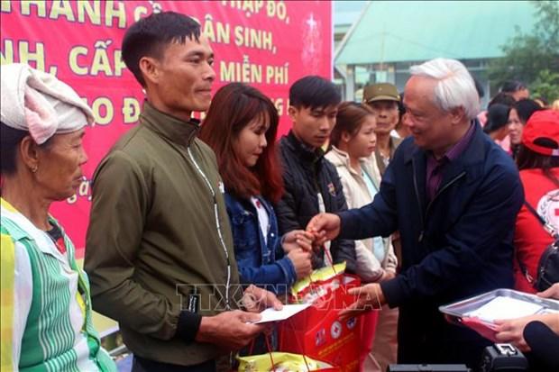 """Le vice-president de l'AN Uong Chu Luu au programme """"Tet de retrouvaille"""" a Thanh Hoa hinh anh 1"""