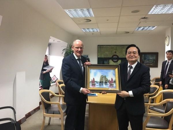 Le Vietnam et le Royaume-Uni souhaitent renforcer leur cooperation en matiere d'education hinh anh 1