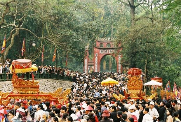 Des Vietnamiens au Laos organisent une ceremonie en l'honneur de la fete des rois fondateurs Hung hinh anh 1