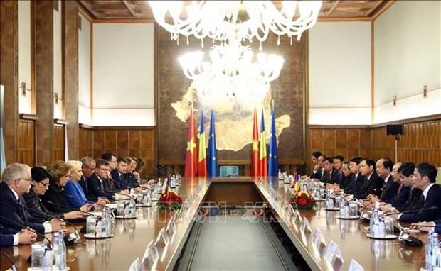 Vietnam-Roumanie : entretien entre les deux Premiers ministres hinh anh 1