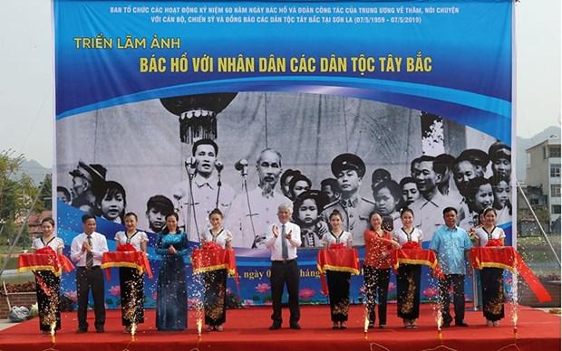 """Exposition photographique """"L'Oncle Ho avec le peuple multiethnique du Tay Bac"""" hinh anh 1"""