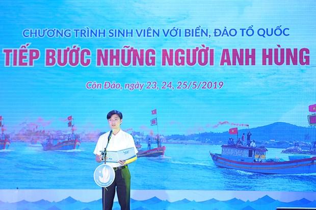 Les etudiants vietnamiens s'orientent vers la mer et les iles du pays hinh anh 1