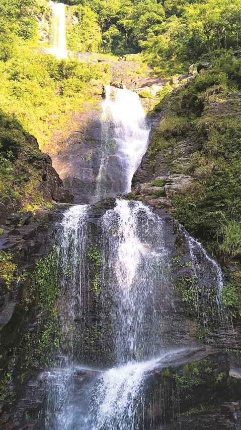 Ha Tinh : La cascade Vu Mon, un joyau de la nature hinh anh 1