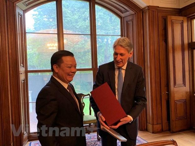 Vietnam et Royaume-Uni partagent des experiences dans la finance hinh anh 1