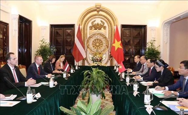 Le vice-PM et ministre des AE Pham Binh Minh s'entretient avec le ministre des AE de Lettonie hinh anh 1