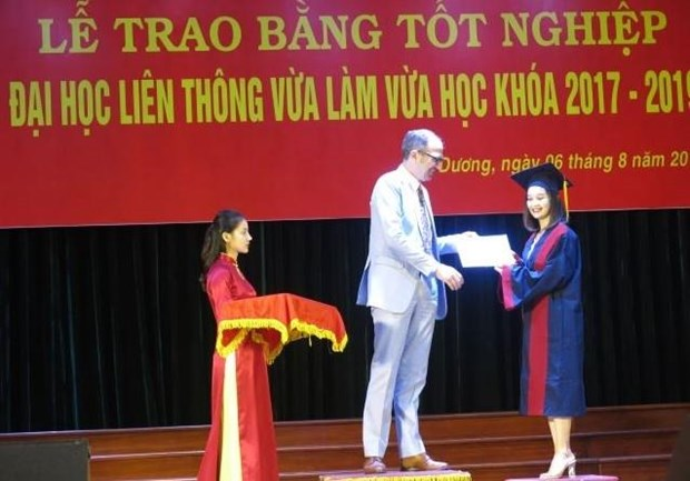 Activites therapeutiques : remise de diplome universitaire a Hai Duong hinh anh 1
