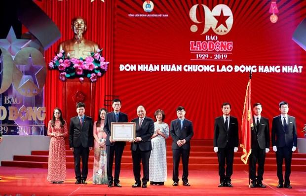 Le PM Nguyen Xuan Phuc assiste a une ceremonie marquant le 90e anniversaire du journal Lao Dong hinh anh 1