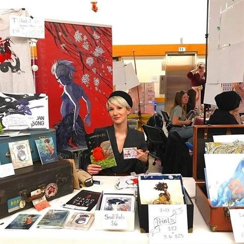 Renee Nault devoile a Hanoi son roman graphique The Handmaid's Tale hinh anh 1