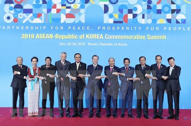 Le PM vietnamien a la 1ere session du Sommet des 30 ans du partenariat ASEAN – R. de Coree hinh anh 1