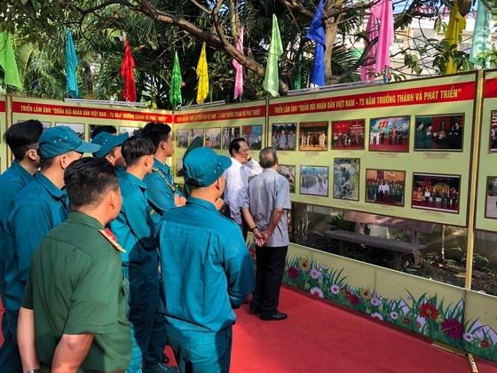 Des expositions en l'honneur de la fondation du PCV hinh anh 1