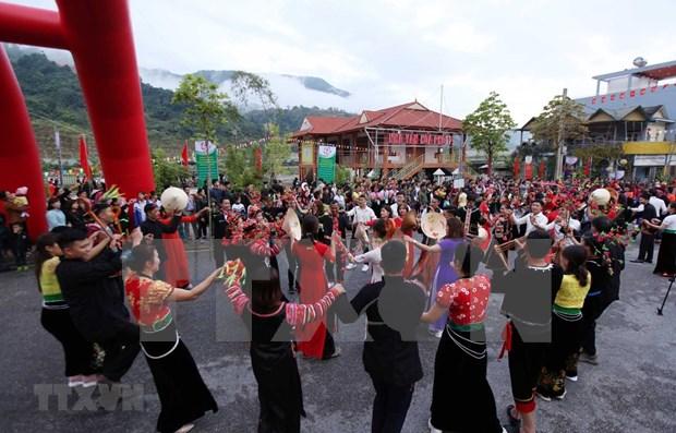 Lai Chau : ouverture du 6e Festival de jeu de lancer de balles d'etoffe Vietnam-Laos-Chine hinh anh 1