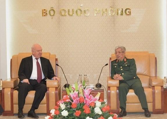 Un vice-ministre de la Defense recoit l'ambassadeur de Russie au Vietnam hinh anh 1