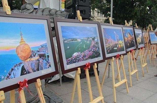 Nghe An: decouvrir les pays et peuples de l'ASEAN a travers des photos hinh anh 1