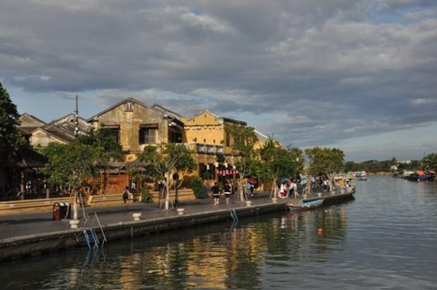 COVID-19: port de masque obligatoire dans la ville de Hoi An hinh anh 1