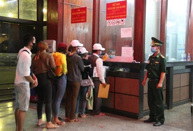 Les provinces vietnamienne et laotienne renforcent leur coordination dans la lutte anti-COVID-19 hinh anh 1