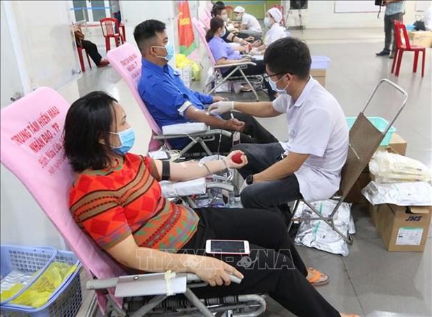 Pres de 2.000 jeunes et ouvriers a Ho Chi Minh-Ville participent au don de sang hinh anh 1
