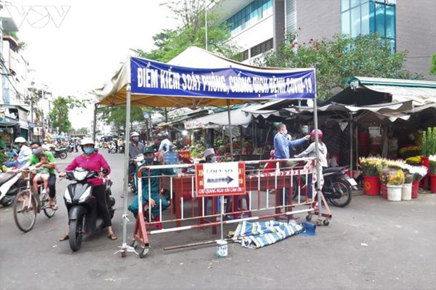 Covid-19: Quang Ngai maintient la distanciation sociale hinh anh 1