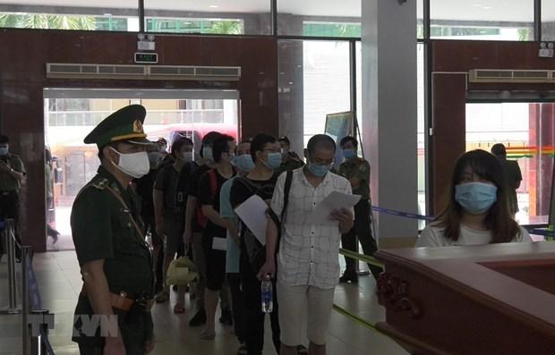 Plus de 110 migrants chinois illegaux renvoyes via la porte-frontiere internationale de Lao Cai hinh anh 1