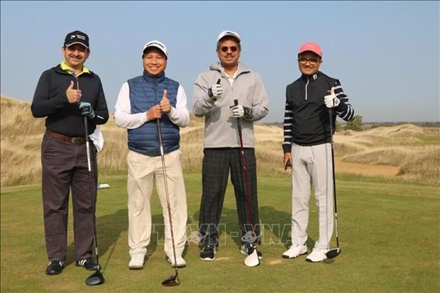 Tournoi de golf en l'honneur des 70 ans d'etablissement des liens diplomatiques Vietnam-Russie hinh anh 1
