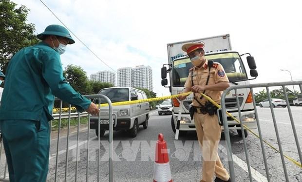 COVID-19 : Hanoi regule le trafic pour eviter les embouteillages aux portes de la ville hinh anh 1