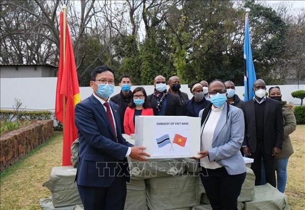 Le peuple vietnamien aide les pays africains dans le combat contre le COVID-19 hinh anh 2