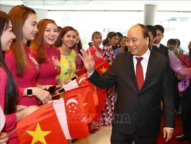 Le PM Nguyen Xuan Phuc est arrive a Singapour pour participer au 33e Sommet de l'ASEAN hinh anh 1