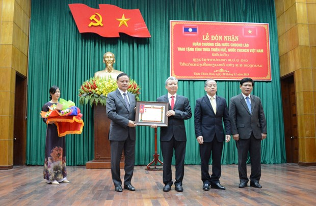 Le Laos remet une distinction honorifique a Thua Thien-Hue hinh anh 1