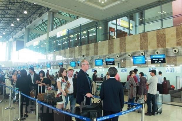 Les passagers transitant par les aeroports vietnamiens depassent le cap des 100 millions hinh anh 1
