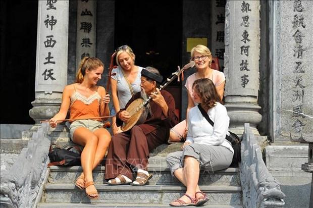 Le Vietnam accueille 15,5 millions de touristes etrangers en 2018 hinh anh 1