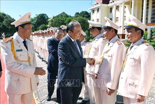 Le PM Nguyen Xuan Phuc travaille avec la police de Dak Nong hinh anh 1