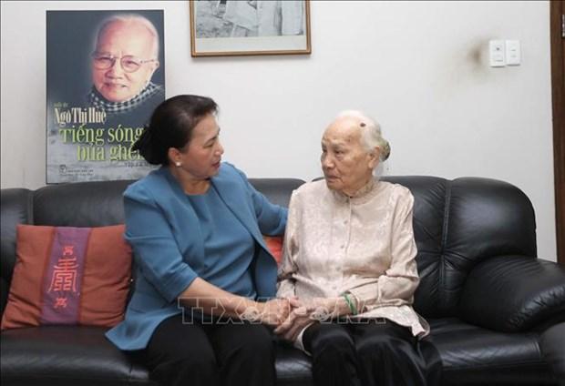 La presidente de l'AN Nguyen Thi Kim Ngan rend hommage a d'anciens dirigeants vietnamiens hinh anh 1