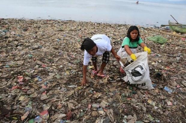 Indonesie: des centaines de personnes se rassemblent pour nettoyer la plage hinh anh 1