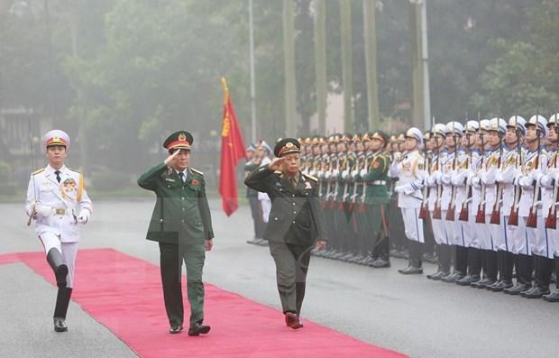 Une delegation de l'Armee populaire du Laos effectue une visite officielle au Vietnam hinh anh 1