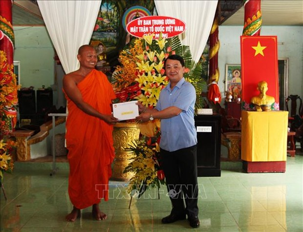 Felicitations aux Khmers a l'occasion de la fete Chol Chnam Thmay a Hau Giang hinh anh 1
