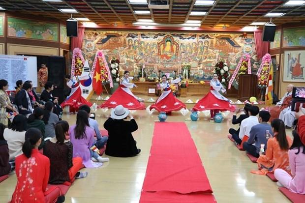 Des bouddhistes vietnamiens en R.de Coree s'orientent vers le pays hinh anh 1