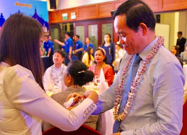 Rencontre des etudiants laotiens et cambodgiens a l'occasion de leur Nouvel An traditionnel hinh anh 1