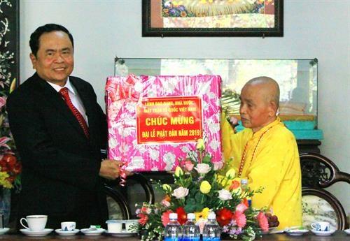 Le chef du FPV formule les vœux pour le 2563e anniversaire de Bouddha hinh anh 1