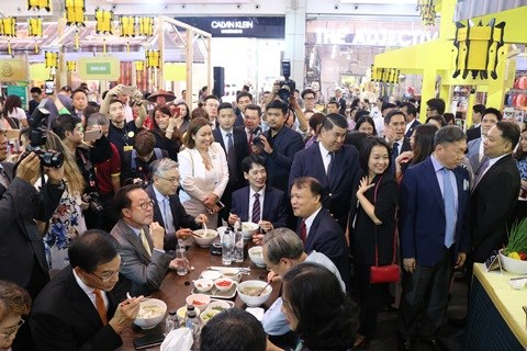 Semaine des marchandises vietnamiennes en Thailande 2019 hinh anh 1