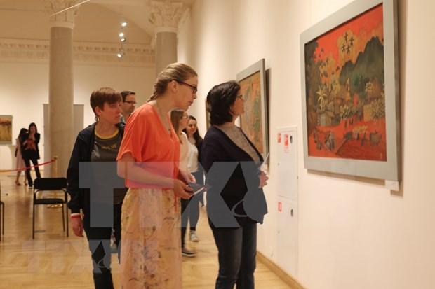 Exposition de peintures de laque poncee du Vietnam en Russie hinh anh 1