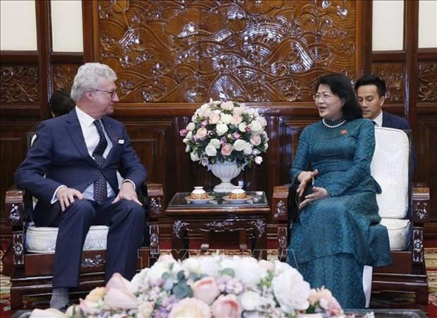 La vice-presidente Dang Thi Ngoc Thinh recoit le gouverneur du Queensland (Australie) hinh anh 1