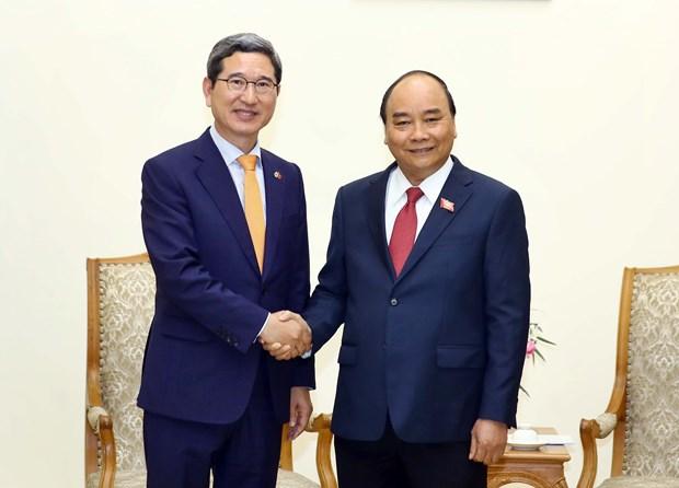 Le PM Nguyen Xuan Phuc recoit le president du groupe d'amitie parlementaire R. de Coree-Vietnam hinh anh 1