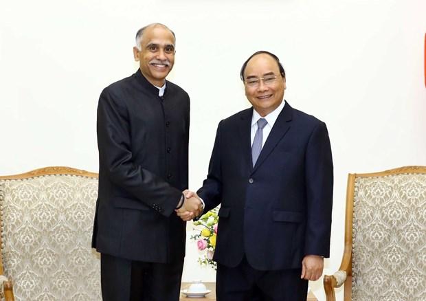 Le Premier ministre Nguyen Xuan Phuc recoit l'ambassadeur de l'Inde au Vietnam hinh anh 1
