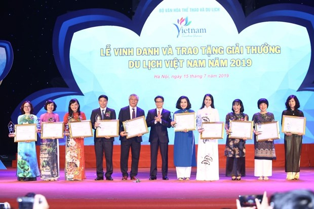 Remise du Prix du Tourisme du Vietnam 2019 hinh anh 1