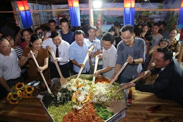 Ouverture du festival international du tourisme, de la culture et de la gastronomie de Nghe An hinh anh 1