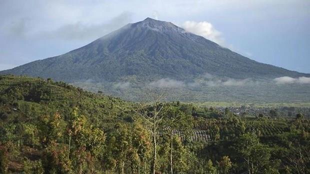 L'Indonesie emet un avertissement de vol lors de l'eruption du volcan sur l'ile de Sumatra hinh anh 1