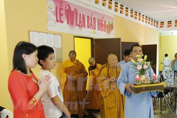 La fete Vu Lan et le premier centre provincial culturel bouddhiste des Vietnamiens en R. tcheque hinh anh 1